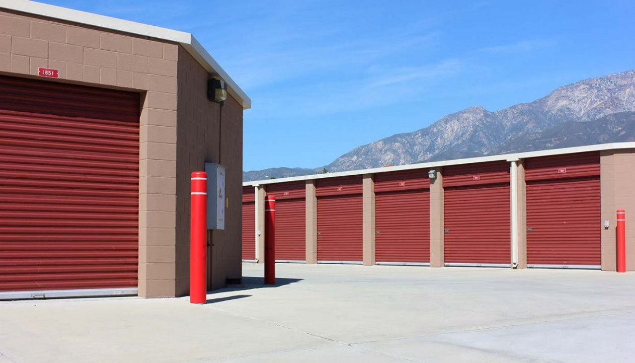 Garage sized drive up storage units with rollup doors