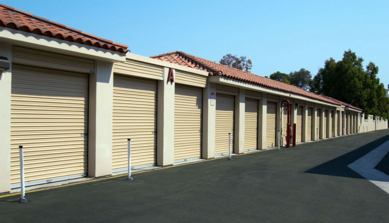 Drive aisle with drive-up self storage units each side