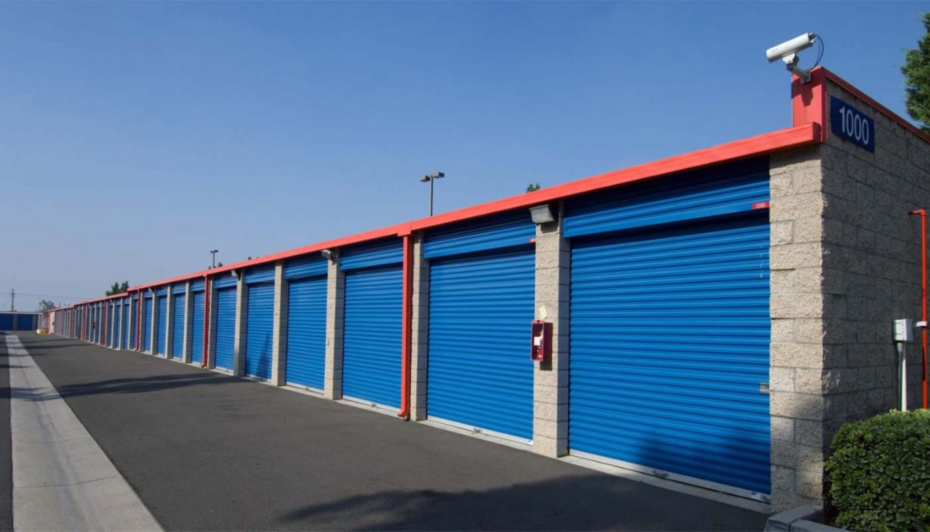 Price Self Storage Azusa drive up units