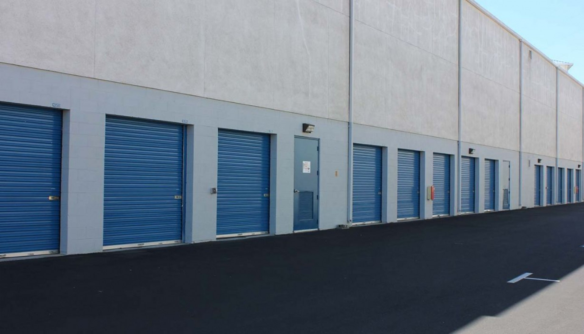 Price Self Storage Walnut Creek garage sized drive up access storage units with roll up doors