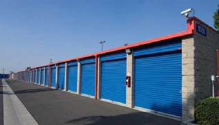 Drive up self storage units with rollup doors